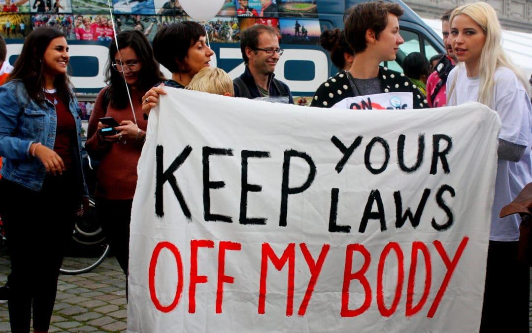 Stop vestimentaire dictaten ! Stop aanranding en geweld !