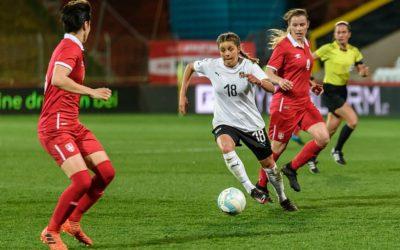 """Suzanne Wrack: """"Er is het gevoel dat het genoeg is geweest. Vrouwelijke voetballers in verzet"""""""