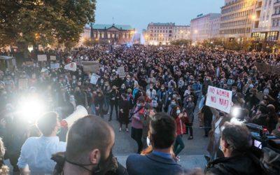 Polen. Massaprotest voor verdediging abortusrechten. Covid kan woede niet stoppen!