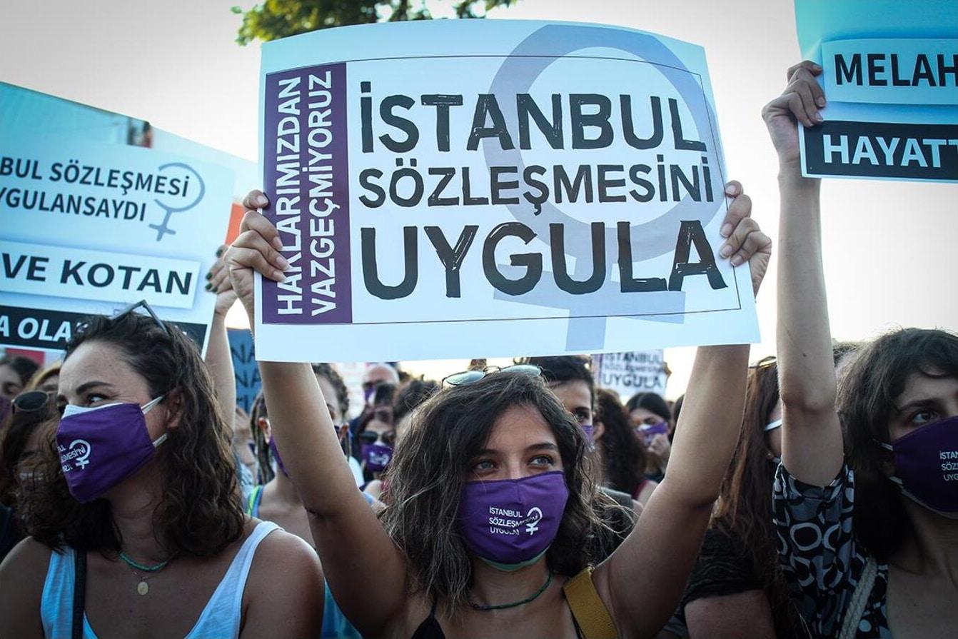"""Betogers in Turkije zeggen: """"De Istanbul-Conventie is van ons!"""""""