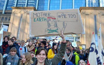 Waarom heeft de klimaatcrisis een grotere impact op vrouwen?